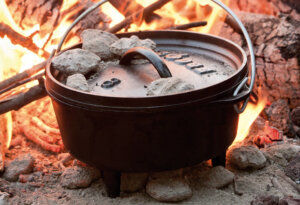 5 Best Dutch Oven Pot for Camping Cooking 2019